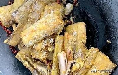 怎样做红烧带鱼?有人腌制有人裹粉!其实都不对这才是正确做法